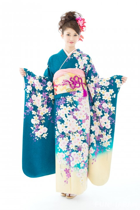 Blue Kimono: Meanings and The Best Time to Wear