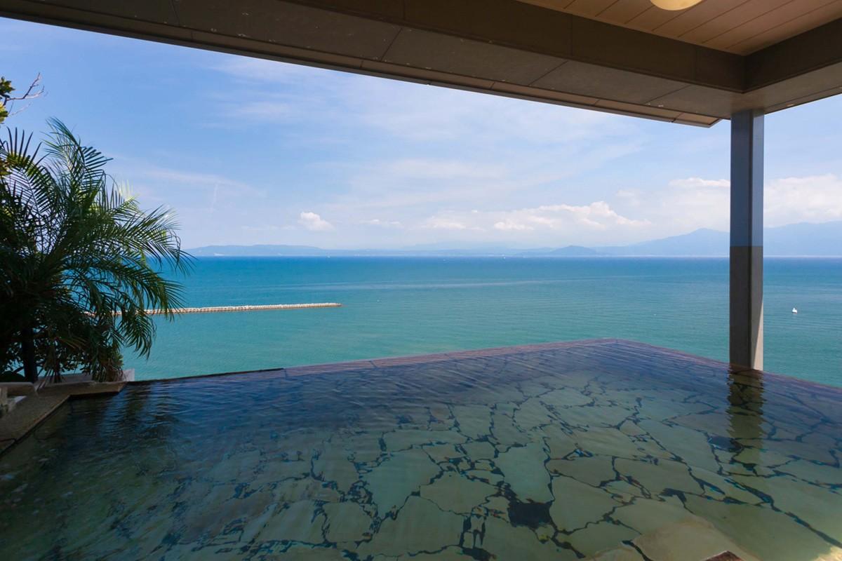 2. 以海景溫泉及客房自豪的飯店:「夫婦露天風呂之宿 吟松」