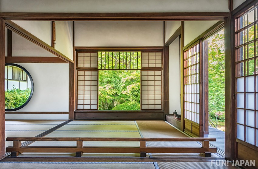 What are the Characteristics of Japanese Architecture? Tradition, Modern times, Castles...