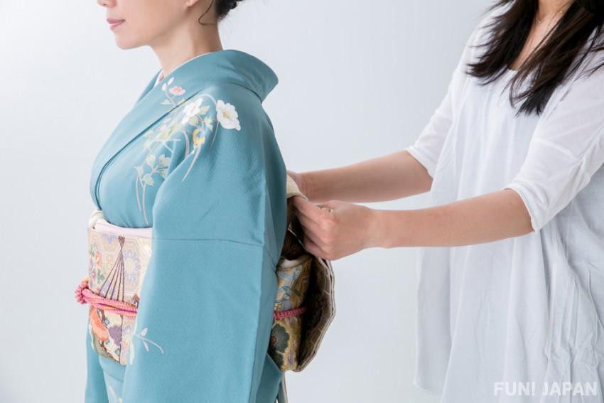 How to Fasten a Kimono Easily and Properly